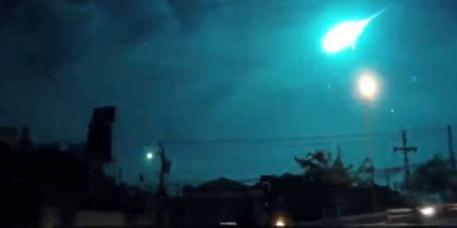 Meteor rozświetlił niebo nad Bangkokiem [FILM] - full image