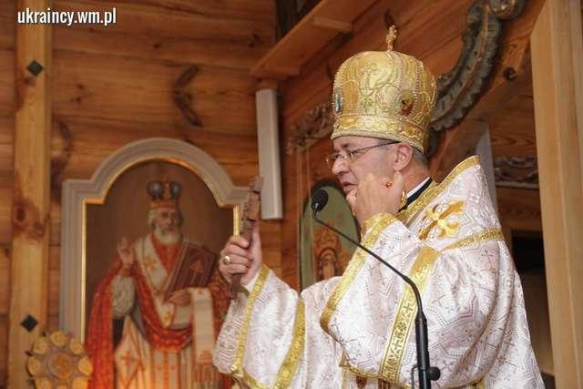 Biskup Popowicz w czasie konsekracji cerkwi w Godkowie koło pasłęka (10 października 2015) - full image