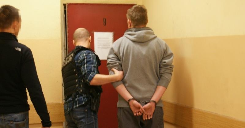 http://m.wm.pl/2015/11/orig/zatrzymanie-podejrzanego-w-policyjnym-areszcie-275198.jpg