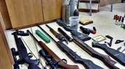 W domach mieli pełno amunicji. W ręce policji wpadli amatorzy broni