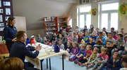 Policjanci czytali uczniom