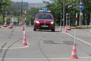 Zmiany w przepisach dla młodych kierowców odroczone