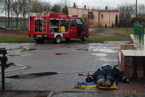 Dym, straż i akcja ratunkowa w szkole w Nowym Grodzicznie