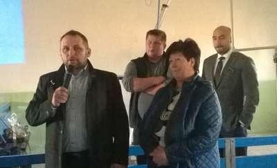 Zwiedzanie chlewni poprzedziła część oficjalna. Gości przywitała Urszula Karska — inwestorka i Radosław Ceglarski — weterynarz, który od lat współpracuje z właścicielką chlewni
