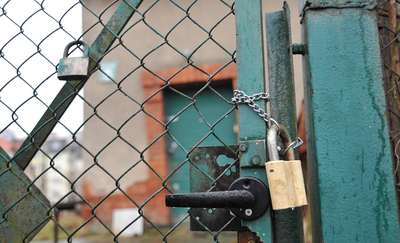 Ratujcie mnie, bo zaspawali mi drzwi! Gmina nie pozwala Jerzemu wchodzić do domu