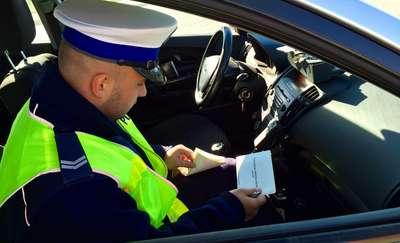 Główne grzechy kierowców i 400 mandatów. Policjanci podsumowują pierwszy tydzień ferii