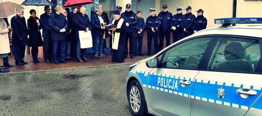 Uroczystość przekazania nowych radiowozów odbyła się w minioną środę na dziedzińcu komendy. Służbowe samochody płońskiej policji poświęcił ks. Edmund Makowski