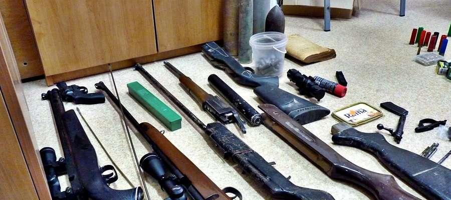 """Takim ,,arsenałem"""" broni dysponowali dwaj mieszkańcy naszego powiatu"""