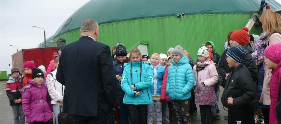Dzieci powitał Andrzej Galiński, prezes biogazowni w Boleszynie