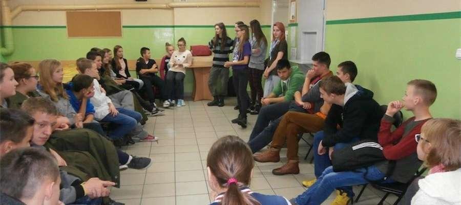 Uczestnicy spotkania w szkole w Jamielniku