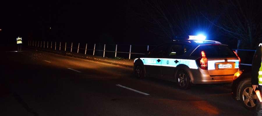 Do wypadku na drodze w Arcelinie doszło już po zmroku. Zginął 63-letni rowerzysta. Na miejscu trwają policyjne ustalenia