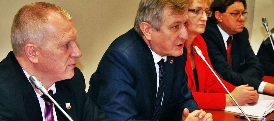 To spotkanie to wyraz protestu, naszego niezadowolenia z propozycji kontraktowych, ale powinno stać się również zaczątkiem do dyskusji na temat całego naszego systemu zdrowotnego – twierdził podczas konwentu starosta Andrzej Stolpa