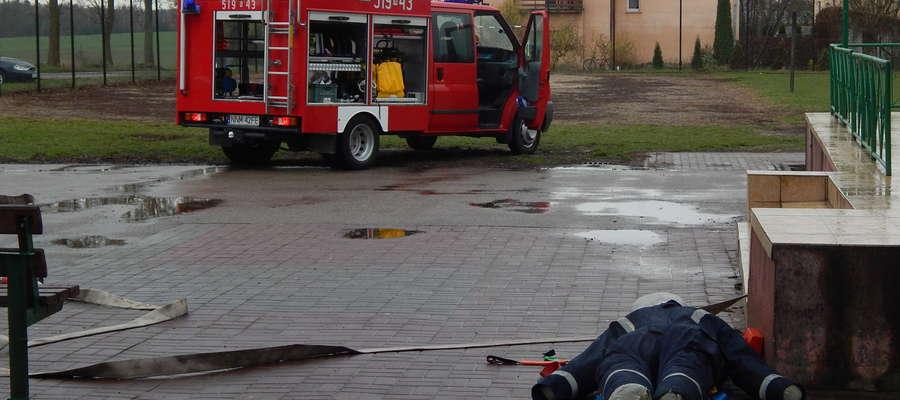 Strażackie ćwiczenia w szkole