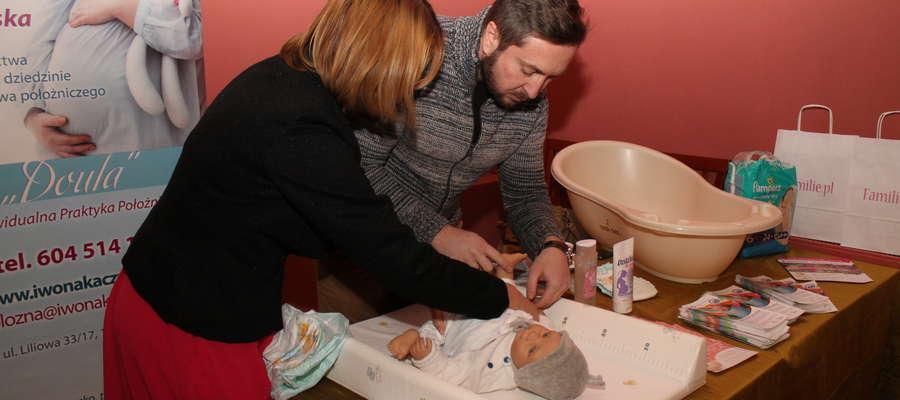 Eksperci uczyli, jak poprawnie przewijać dziecko