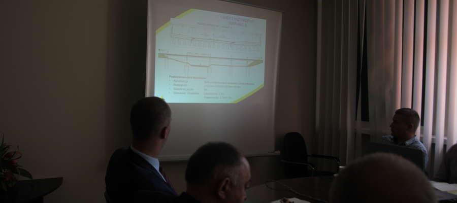 Wrześniowe spotkanie w starostwie powiatowym w Bartoszycach z projektantami mostu oraz przebudowy ulicy Poniatowskiego