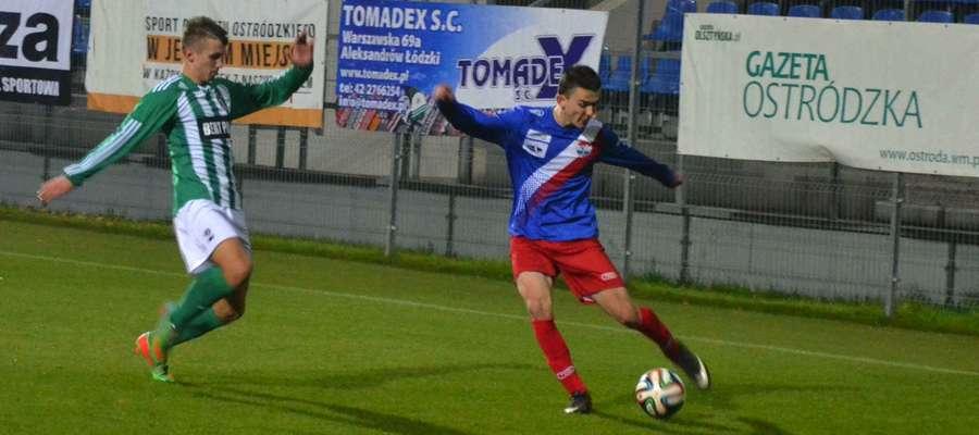 Michał Jankowski (z prawej) w pierwszym meczu z MKS Korsze strzelił dwa gole