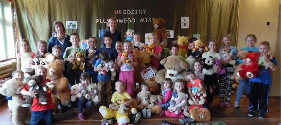 Dzieci przyniosły do szkoły 176 misiów