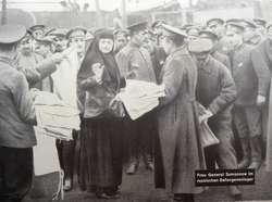 Elizawieta Samsonw podczas inspekcji obozu jeńców rosyjskich w Orzyszu.