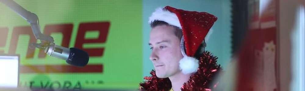 Zabarykadował się w studiu i puszczał w kółko Last Christmas