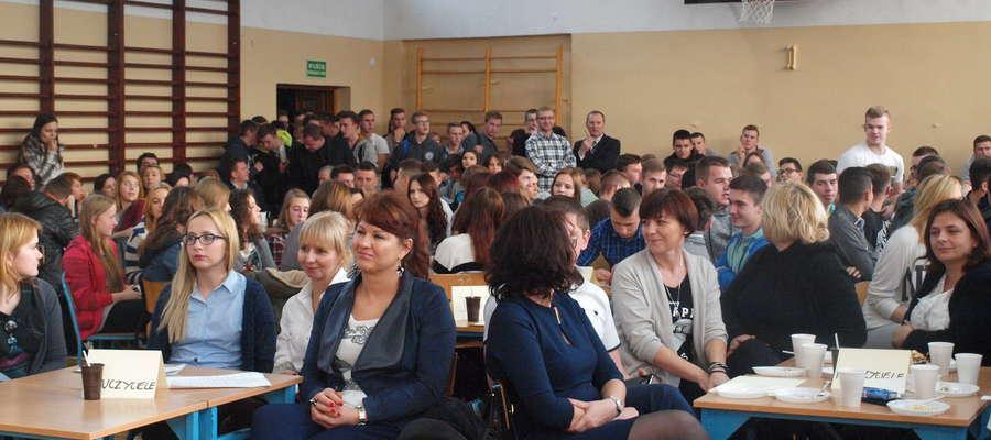 Uczniowie i nauczyciele z ZSP w Żurominie przekażą dla potrzebujących prawie 5000 złotych