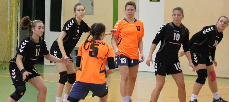 Juniorki Zawkrza w przegranym meczu z Varsovią