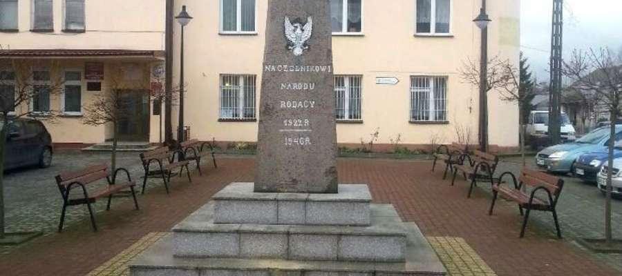 Na skwerku 28 grudnia nie było ani choinki, ani popiersia Kościuszki, został sam podest