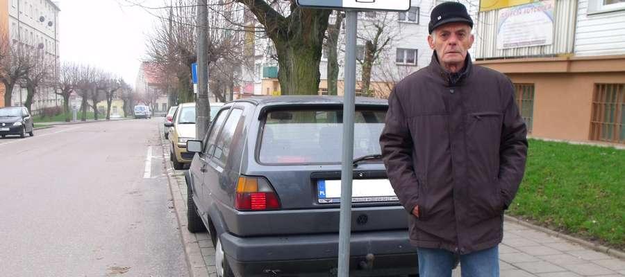 Chodnik jest do chodzenia, a nie do parkowania – apeluje mławianin Bernard Bartkowski