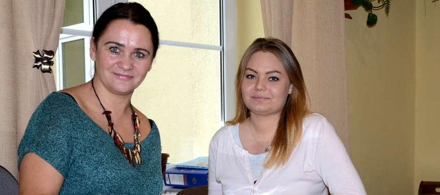 Szefowa sztabu Elżbieta Śliwińska i przewodnicząca samorządu uczniowskiego Olga Kołakowska