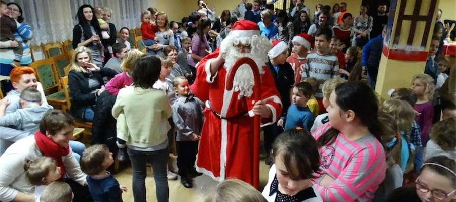 Mikołaj zjawił się w centrum kultury wywołany przez dzieci