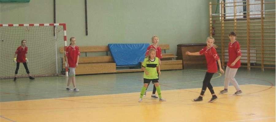 Podczas turnieju piłki nożnej dziewcząt w Bratianie