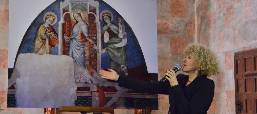 Małgorzata Jackiewicz-Garniec prezentuje  rekonstrukcję polichromii, przedstawiającą św. Katarzynę