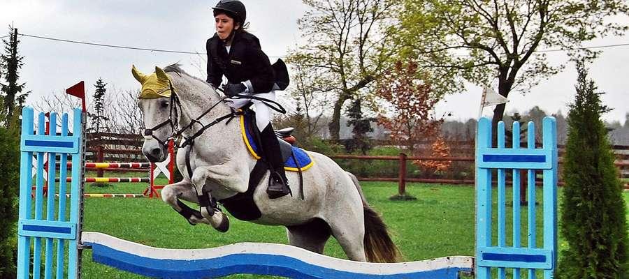 Jeździeckie zawody w Poczerninie odbywają się również porą zimową