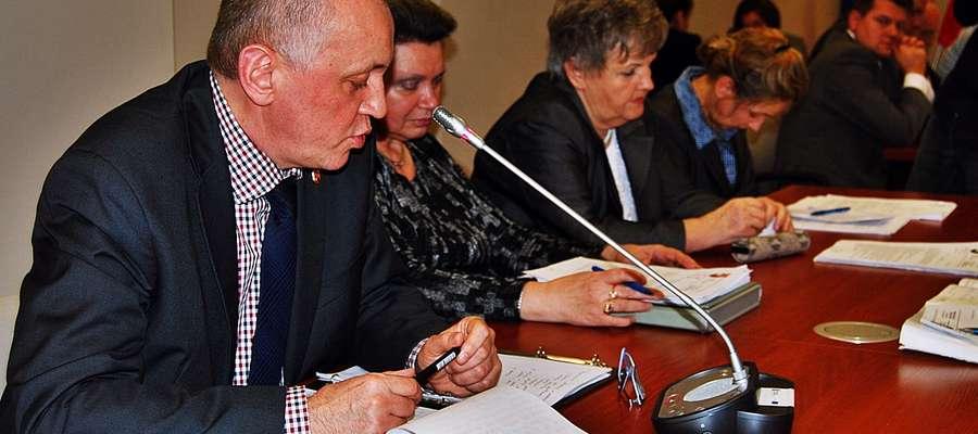 Dariusz Sady, były komendant płońskiej policji, od 1 września sprawuje funkcję doradcy starosty ds. bezpieczeństwa młodzieży. Podczas ostatniej powiatowej sesji opowiadał o swojej pracy
