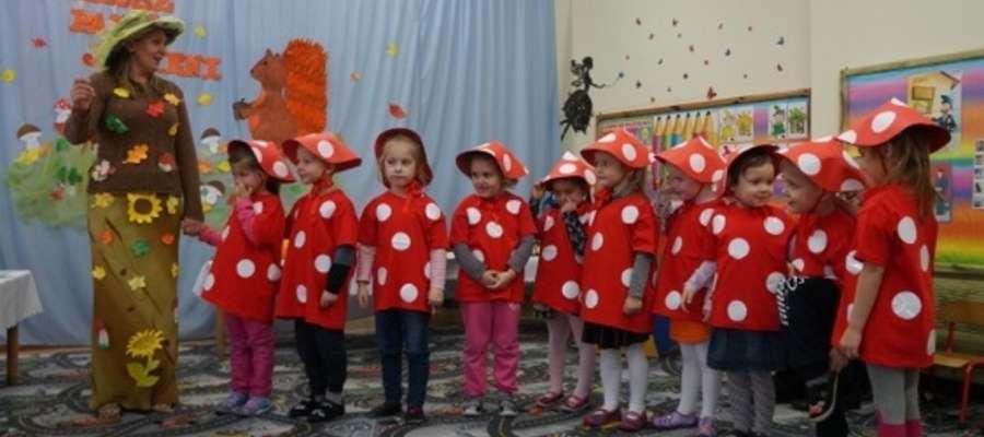 Podczas podsumowania konkursu w przedszkolu w Kurzętniku