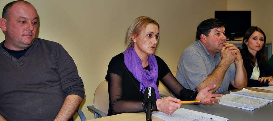 Miejscy urzędnicy i pracownicy obsługi targowisk spotkali się z dziennikarzami, wyrażając swoje niezadowolenie i niepokój odnośnie podjętej przez radnych uchwały określającej nowe stawki opłat za handel na targu