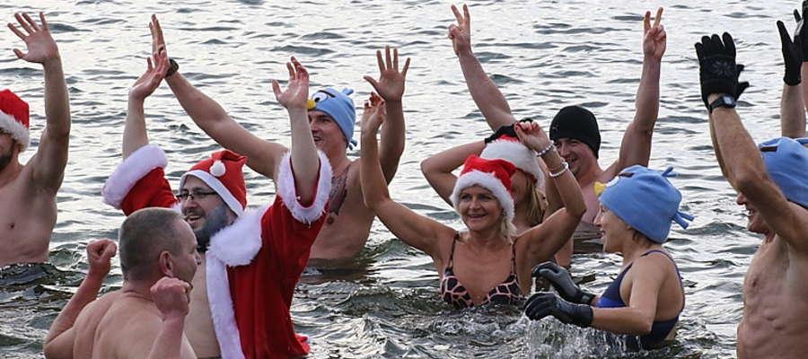Kąpiel giżyckich morsów pierwszego dnia świąt