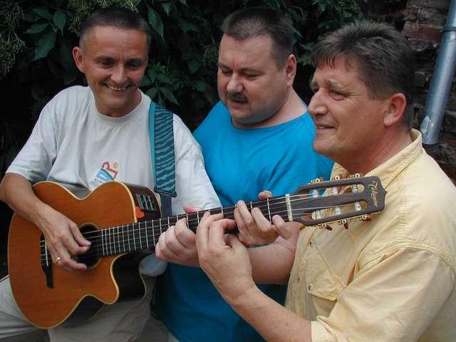 Zdjęcie trio Kaczki z Nowej Paczki. Od lewej Zbigniew Rojek, Andrzej Brzozowski, i Andrzej Rojek - full image