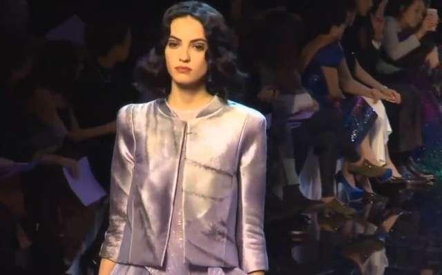 Armani proponuje duży wybór kreacji Haute Couture. W kolekcji króluje fiolet - full image