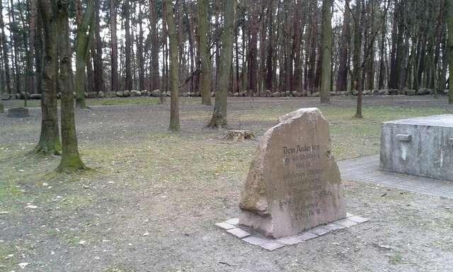 Cmentarz wojenny w Ostródzie - full image
