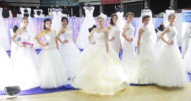 Bajkowy Ślub w Olsztynie. Zobacz zdjęcia z wyjątkowego pokazu - full image