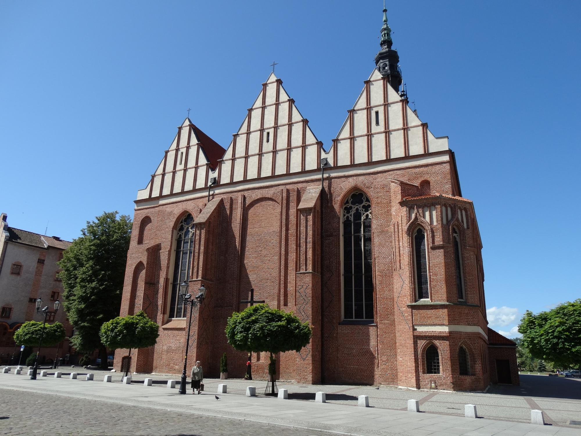 http://m.wm.pl/2016/01/orig/katedra-widok-od-frontu-286213.jpg