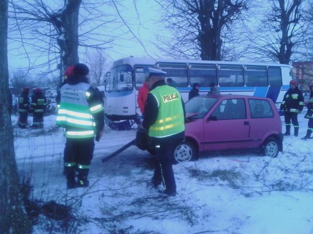 http://m.wm.pl/2016/01/orig/zderzenie-autobusu-szkolnego-z-cinquecento-286955.jpg