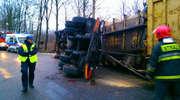 Wjechał za szybko w zakręt w Wojciechach i wywrócił ciężarówkę