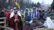 Mimo mrozu Orszak Trzech Króli przeszedł ulicami Bartoszyc