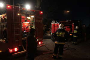 Piasty Wielkie. Pożar w budynku wielorodzinnym. Dwie kobiety trafiły do szpitala