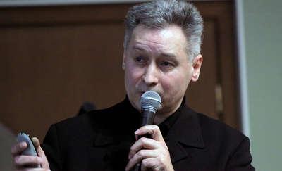 Tomasz Gliniecki podczas spotkania w Bibliotece Elbląskiej opowiadał o swojej najnowszej publikacji
