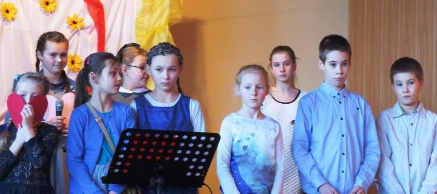 Goście w miłej atmosferze obejrzeli przygotowany na tę okazję program artystyczny