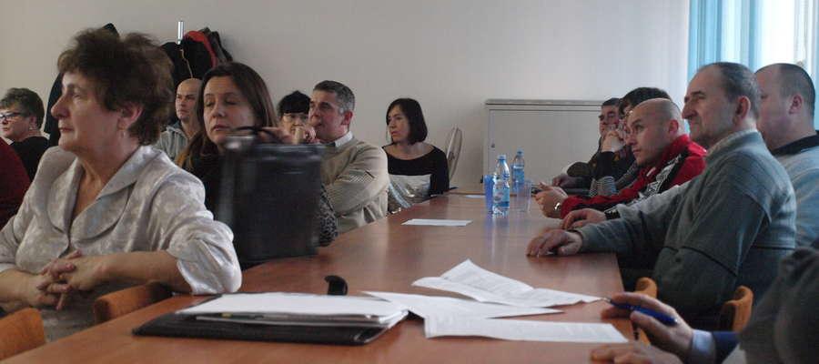 Mieszkańcy na sesji mówili o problemie powstających w ich miejscowościach chlewni i kurników
