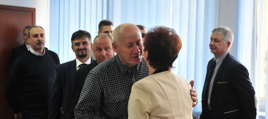 W 2015 roku najwięcej zarobili radni z Rady Miejskiej w Żurominie (na zdjęciu podczas pożegnania skarbnik)