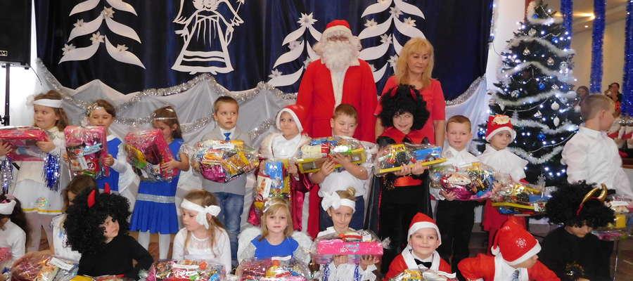 Przedszkolaki wystąpiły z świątecznym programem